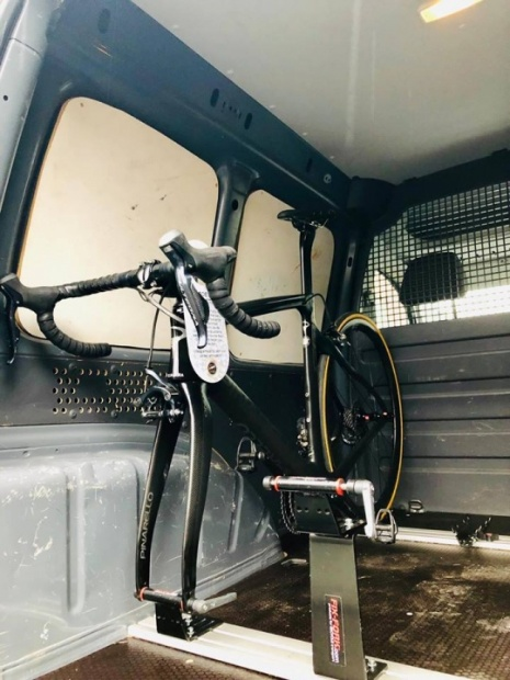 fiets in camionette